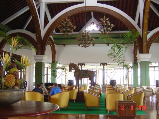 Royal Palms Beach Hotel: Lounge Bar