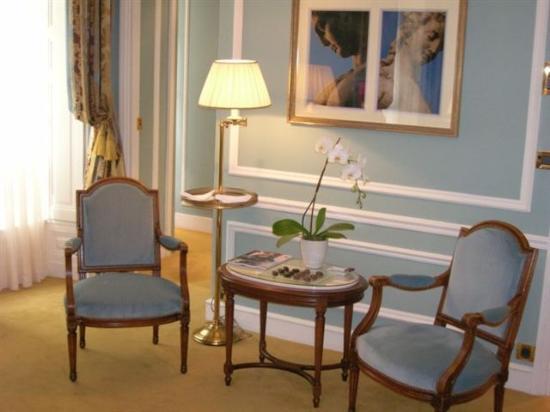 Hotel de Crillon, A Rosewood Hotel: Our Deluxe Room at the Crillon