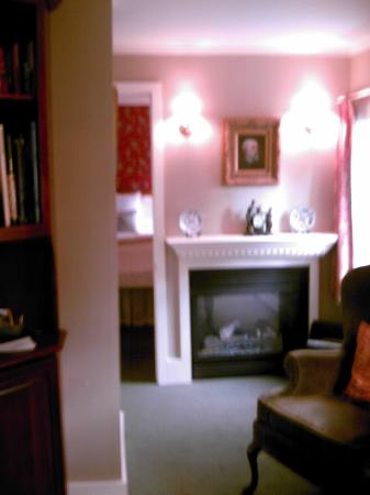 Captain's House Inn: A view of the sitting area