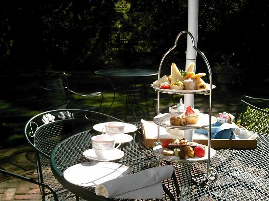 Captain's House Inn: High Tea in the Gardens