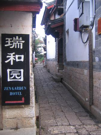 Zen Garden Hotel (Wuyi Yard): Zen Garden Alleyway