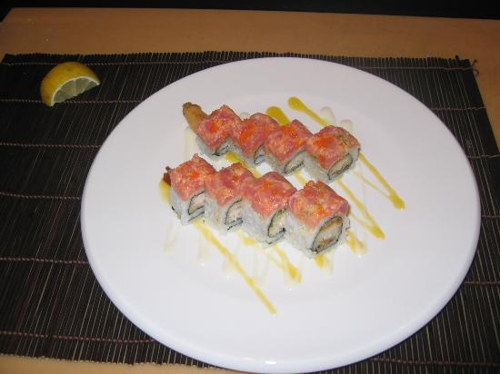 Taiko Japanese Steakhouse and Sushi Bar: volcano roll.:deep fried shrimp inside spicy tuna and fishi roe onthe out side