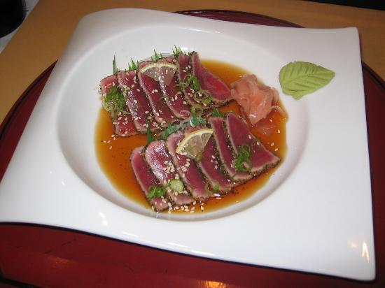 Taiko Japanese Steakhouse and Sushi Bar: seared tuna with pepper,cliced with lemon vinigar
