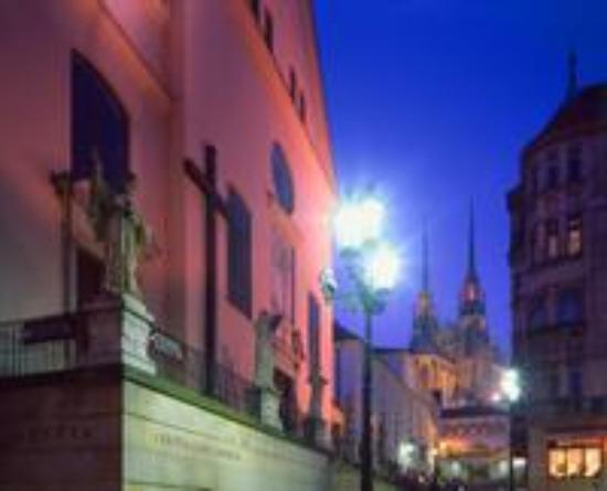 Brno, República Checa: Cathedral in the distance, at night
