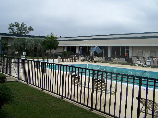 Quality Inn St. George : courtyard/pool area