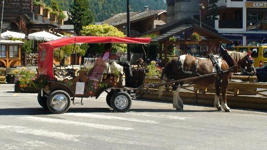 Morzine-Avoriaz, França: Horse & buggy