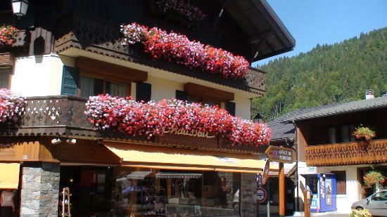 Morzine-Avoriaz, França: Morzine flower boxes