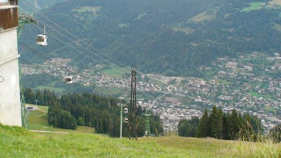 Morzine-Avoriaz, França: Cablecar & village