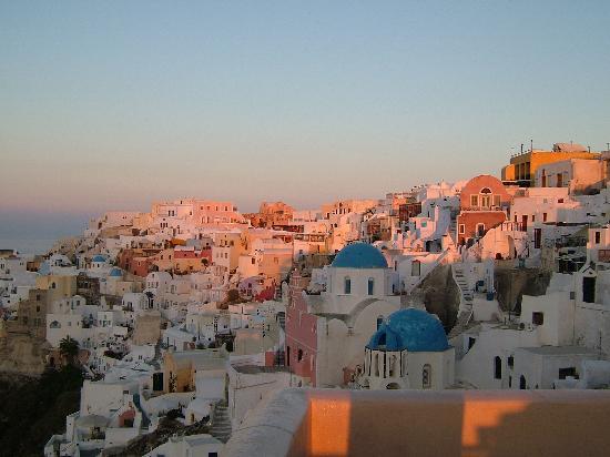 Art Maisons Luxury Santorini Hotels Aspaki & Oia Castle: Oia at dawn