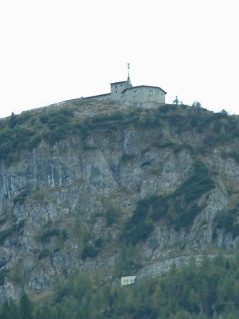 Hotel zum Türken: View of Kehlsteinhaus from Hotel zum Tuken (about 32X zoom)