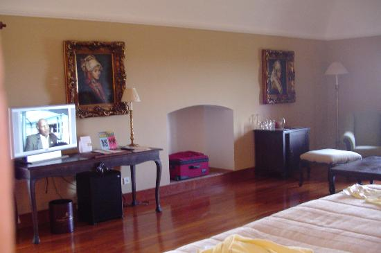 Convento do Espinheiro, A Luxury Collection Hotel & Spa: Another view of Princess Isabel Jr. Suite