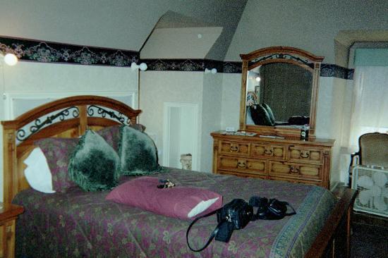 Cornerstone Mansion: Offutt bed one