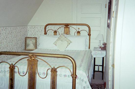 Cornerstone Mansion: Offutt bed two