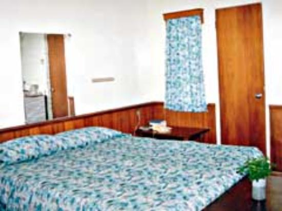 The Friendly Islander Hotel: Room