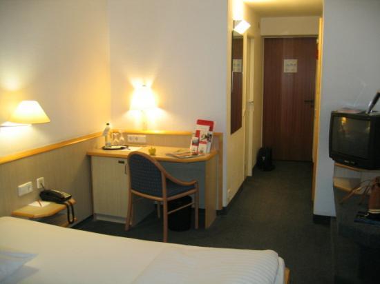 IntercityHotel Stuttgart: Room