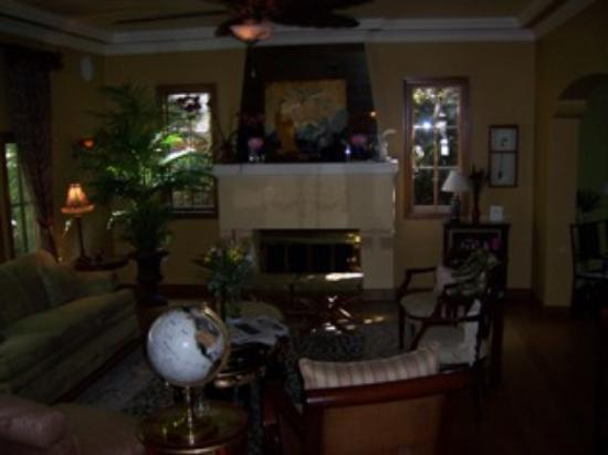 Inn and Spa at Parkside: Living room, my photo is a lil' dark