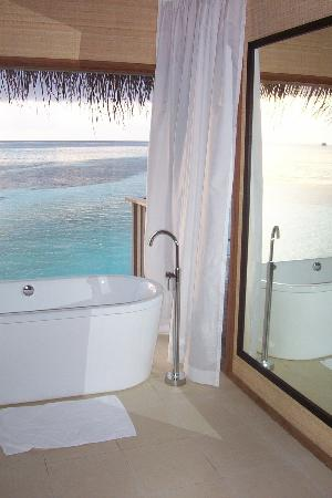 Club Med Kani : Bath with a view