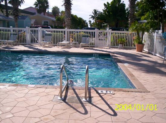 Tradewinds Beach Resort : Pool at Tradewinds