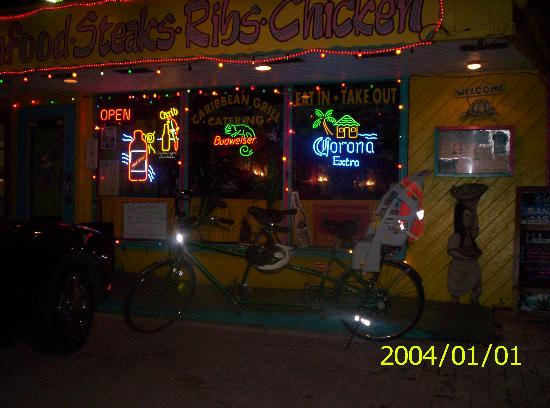 Tradewinds Beach Resort : Local restaurant with live music right down the street