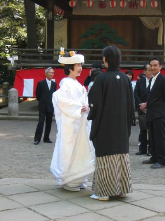 Ryokan Sawanoya: Wedding at Nezu Shrine, near Sawanoya