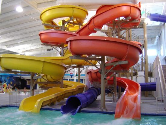 Sleep Inn Minot: The three cool waterslides, onw which goes outside.