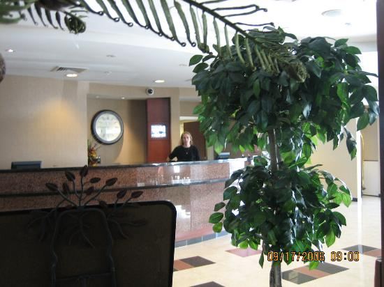 Courtyard Salina: front desk