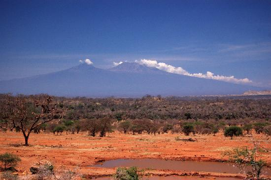 Tsavo National Park West, Kenia: Overlooking Kili from the bar