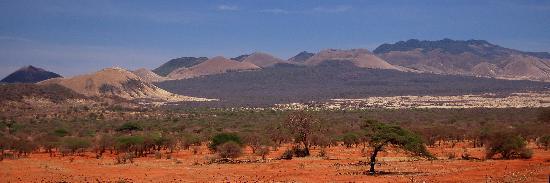 Kilaguni Serena Safari Lodge: Nearby hills