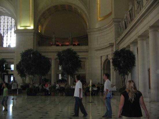 Kellogg Conference Hotel at Gallaudet University: union station