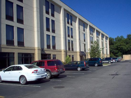 Hampton Inn Boston Braintree: The Outside again