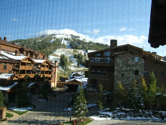 The Chateaux Deer Valley: View of the slopes from my room