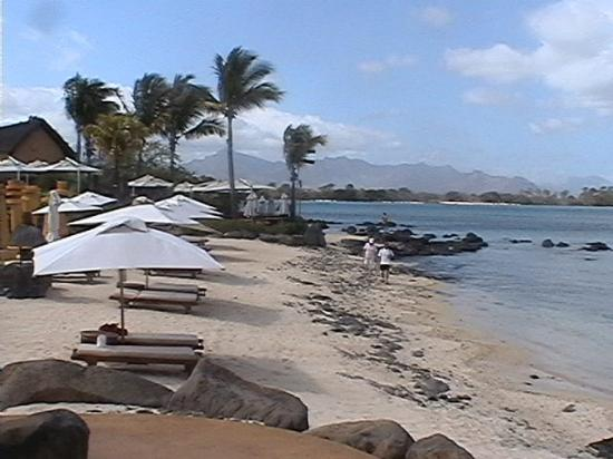 The Oberoi, Mauritius: Beach near pool bar