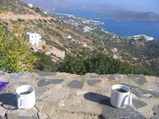 Adrakos Apartments: Morning coffee view!