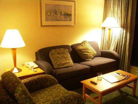 Wyndham Inn on the Harbor: Sittinig area