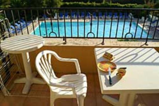 Lagrange Prestige Residence Port Marine : balcon matin