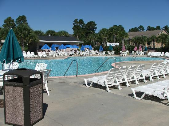 Plantation Resort: Pool and Grill