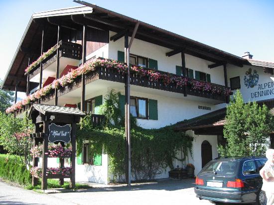 Alpenhotel Denninglehen: Denninglehen (from parking lot)
