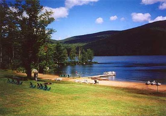 Prospect Point Cottages - Blue Mountain Lake: The beach at Prospect Point - perfect for kids