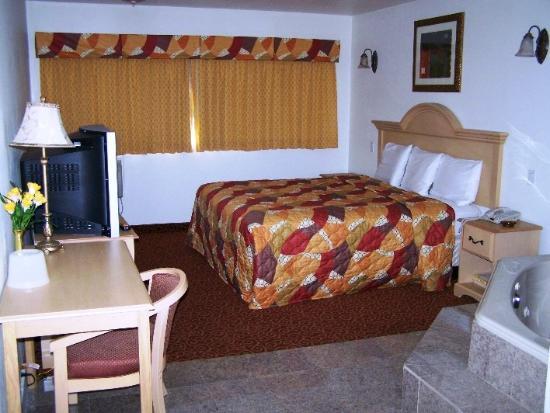 Glen Capri Inn & Suites - Colorado Street : Beautiful Room LayOut