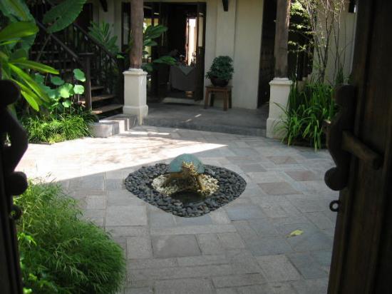 Bann Tazala: Interior Courtyard