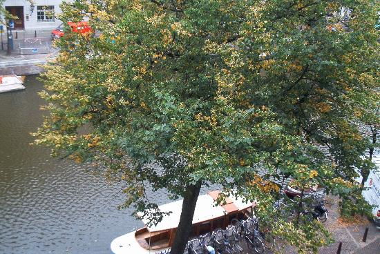 Hotel Keizershof: View of the canal out our window