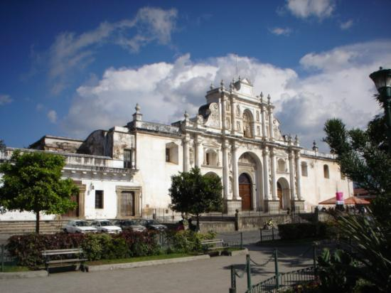 Antígua, Guatemala: Catedral in the main square