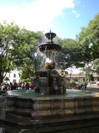 Antigua, Guatemala: The main fountain!!!