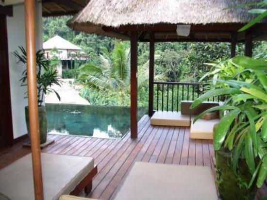 Hanging Gardens of Bali: Pool area