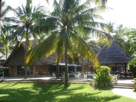 Voyager Beach Resort: main restaurant from gardens