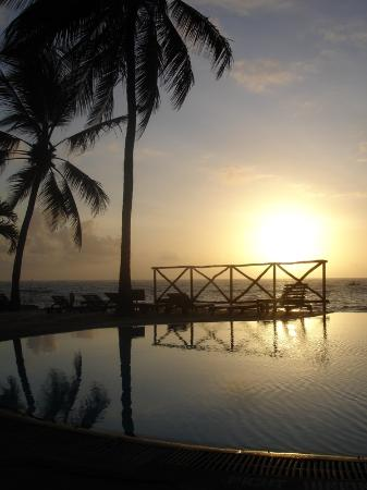 Voyager Beach Resort: sunrise over relax pool