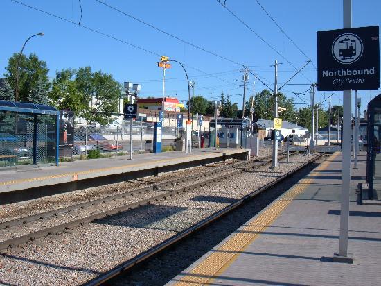 Holiday Inn Calgary - Macleod Trail South: Tram stop right near hotel.
