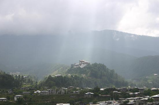 Bumthang, Bhutan: Jakar Dzong from the balcony of Swiss guesthouse (Zoom)