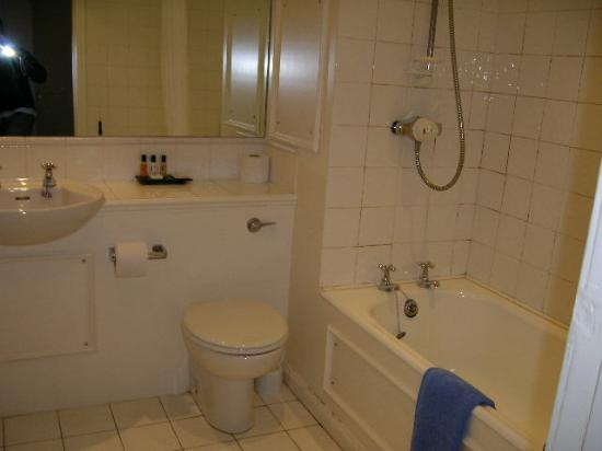 Annandale Arms Hotel: Very modern clean bathroom
