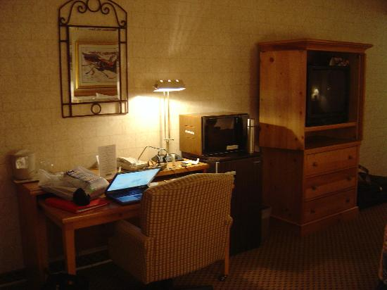 SilverWood Hotel & Conference Center: room 2